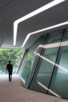 Hong Kong University's Innovation Tower By Zaha Hadid Contemporary Architecture, Amazing Architecture, Architecture Details, Interior Architecture, Zaha Hadid Design, Zaha Hadid Architektur, Led Light Design, Glass Facades, School Architecture