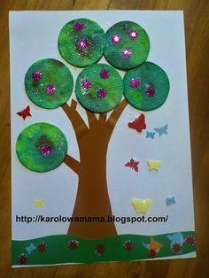 http://karolowamama.blogspot.com/2018/04/wiosenne-drzewko-z-patkow-kosmetycznych.html