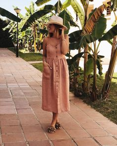 Dress lover . . . 🌷 @le_cocco . Nos vamos a comer!!! Vestido y sombrero @le_cocco y palas de @duocalzados . Sigue todos mis looks en…