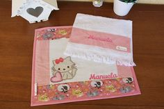 Jogo Americano Infantil - Gatinha Patches, Tableware, Sewing Ideas, Creative Products, Bath Linens, Placemat, Baby Things, Creativity, Cats
