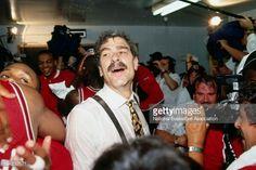 Fotografia de notícias : Phil Jackson of the Chicago Bulls celebrates...