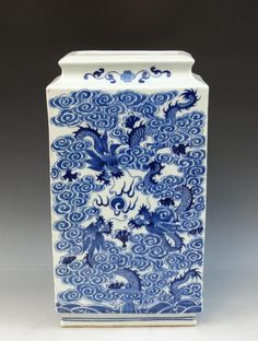 Chinese Qing Blue and White Dragons Porcelain Vase with Yongzheng Mark, Size: 32.5*18.5*10.5cm