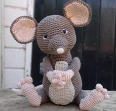Create and Decorate: 11 Creative Cat DIY Home Projects For Cat Lovers Crochet Mouse, Crochet Baby, Free Crochet, Amigurumi Patterns, Amigurumi Doll, Crochet Patterns, Fabric Wall Art, Knitted Throws, Crochet Animals
