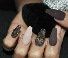 22 totally classy nail designs to rock this winter 22 total noble Nageldesigns, um diesen Winter 2019 zu rocken Nails nails nails. The trend towards long stiletto nails has come and will remain. The winter season requires dark, mauve colors with … Classy Nails, Fancy Nails, Love Nails, My Nails, Vegas Nails, Best Nails, Nail Bling, Style Nails, Dream Nails