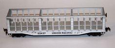 Vagó obert - Union Pacific: Vagó pel transport de mercaderies pesades. És de vora alta i obert, gàbia de tipus americana. Vagón abierto - Union Pacific: Vagón para el transporte de mercancías pesadas. Es de borde alto y abierto, jaula tipo americana Union Pacific.
