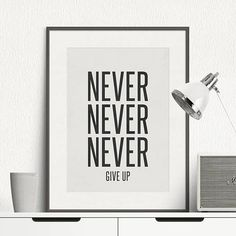 Never never never give up  Motto Minimal Black and White