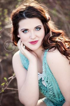 Kourtney's baby blues matched her outfit perfectly Senior Photography Poses, Senior Picture Photographers, Senior Portraits Girl, Senior Girl Poses, Photography Articles, Girl Senior Pictures, Senior Girls, Photography Women, Girl Photos
