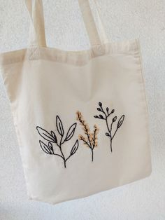 Embroidery On Clothes, Embroidery Bags, Embroidery Flowers Pattern, Simple Embroidery, Hand Embroidery Patterns, Floral Embroidery, Embroidery Stitches, Indian Embroidery Designs, Modern Embroidery
