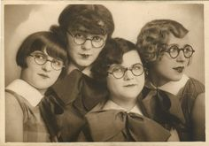 I need glasses really bad! what do womens glasses look like? Harlem Renaissance, Jean Shinoda Bolen, How To Pose, Vintage Pictures, Vintage Images, Vintage Photographs, Vintage Beauty, Vintage Hair, Old Photos