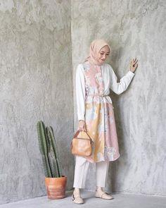 Kebaya Modern Dress, Ootd, Batik Fashion, Casual Hijab Outfit, Hijab Fashion Inspiration, Batik Dress, Muslim Fashion, Hijab Collection, Turban