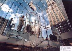 Resultado de imagem para glass elevator inside Manhattan's Fifth Avenue Apple Store
