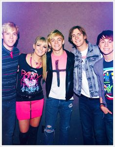 is the best band when ever and where ever they are . I love ross lynch in the band he is so cute but Riker is cute too but ross is cuter. If I had to chose between ross and Riker to be my boyfriend if would be ross. Ross Lynch, Pop Rock Bands, Cool Bands, R5 Band, Laura Marano, Austin And Ally, 1 Girl, Celebs, Celebrities