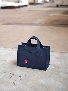 大治将典 - Oji Masanori / Oji & Design Fashion Handbags, Fashion Bags, Folding Shopping Bags, Clear Tote Bags, Leather Card Wallet, Bag Packaging, Denim Bag, Fabric Bags, Zipper Bags
