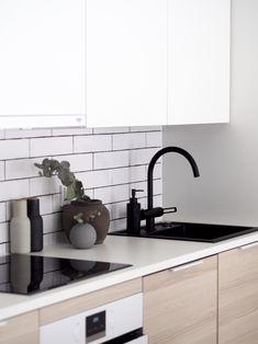 Aina siisti blogikoti? (ei todellakaan)- Sotkun ja epäjärjestyksen sietäminen lapsiperheen arjessa - Hurmaavan valkeaa Scandinavian Home, Sink, Home Decor, Sink Tops, Vessel Sink, Decoration Home, Room Decor, Vanity Basin, Sinks