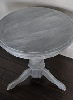 Paint furniture grey then white wash! Super easy, step-by-step guide to whitewashing furniture. Gray Painted Furniture, White Washed Furniture, Paint Furniture, Repurposed Furniture, Furniture Projects, Furniture Makeover, Home Furniture, Whitewashing Furniture, Gray Distressed Furniture