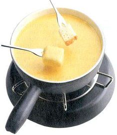 Make Melting Pot Wisconsin Trio Cheese Fondue at home with this easy copycat recipe. Enjoy fondue made with fontina, butterkäse, blue cheese, & white wine. Cheese Recipes, Appetizer Recipes, Appetizers, Baked Potato With Cheese, Fondue Forks, Fondue Party, National Dish, Gruyere Cheese, Dry White Wine