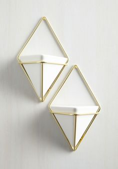 Exemplary Contemporary Wall Vase Set in Gold. Capture the quintessence of modern marvelousness by updating your home with this pair of hanging vases. Home Decor Accessories, Decorative Accessories, Decorative Vases, Decorating Tips, Interior Decorating, Hanging Vases, Wall Vases, Hanging Wall Planters, Planter Pots