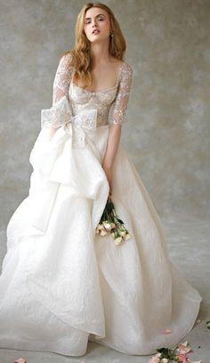 Dica para a escolha do vestido: Aproveite para valorizar o que você tem de mais bonito e sem vergonha nenhuma esconder o que você não gosta! #noiva #vestido #noivasemny