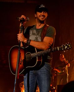 There's just something about a country boy with a guitar. Luke Bryan <3