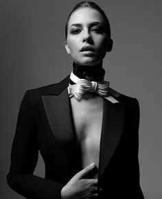 Sexy smoking with bow Dandy Look, Style Dandy, Shotting Photo, Portrait Photography, Fashion Photography, Women Bow Tie, Marlene Dietrich, Androgynous Fashion, Fashion Mode