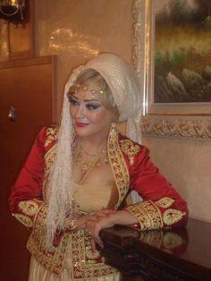 Algerian fashion: gold and red Karakou