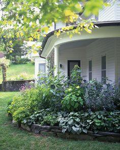 """""""A vidéki otthon"""": Előkert örökzölddel, kőszegéllyel saját kezűleg.."""