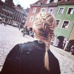 Hair of the day  #instahair #hairideas #hotd #hairart #lovehair #reversed #fishtail #braid #braidphoto #blonde #polishgirl #sundaywalk #sunday #chill #sunny #day #weekend #trip #instabraids #lovebraiding #hairstylistlife #warkocze #fryzura #blondynka #dziewczyna #niedzielnyspacer #poznan #blogowlosach #klos #dlugiewlosy