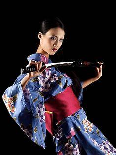 Geisha Samurai posing in woods with a katana. Samurai Poses, Female Samurai, Samurai Art, Japanese Beauty, Japanese Girl, Asian Woman, Asian Girl, Sword Poses, Katana Girl
