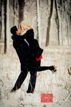 ♀ Love in the snow Winter Engagement Couple