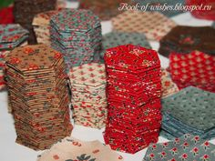 ШЬЕМ одеяло из гексагонов МК Patchwork Tutorial, Patchwork Blanket, Hexagon Pattern, Gift Wrapping, Quilts, Hexagons, Crafts, Patterns, Tutorials