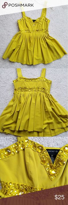 ArdenB cute top XS Super cute top , worn once !! Good condition,  no stains,  no odor. Color more like yellow green ish. bebe Tops Tank Tops