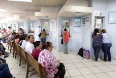 Los beneficiarios del IHSS se siguen quejando de que no hay medicinas y que en la mayoría de los casos tienen que comprarlas en las farmacias privadas.