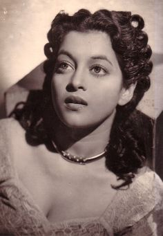 Nalini Jaywant is an Indian actress, who is working in Hindi film industry. She was born on 18 February 1926 in Mumbai, Maharashtra. Jaywant made her acting debut Indian Film Actress, Old Actress, Indian Actresses, Actors & Actresses, Bollywood Photos, Indian Bollywood, Bollywood Stars, Beautiful Bollywood Actress, Most Beautiful Indian Actress