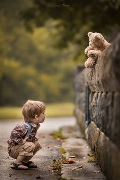 There are few things that symbolize the innocence of childhood the way a teddy bear does. A stuffed companion who is as real to a as anything ma day photography A Father's Touching Photos of His Two Sons and Their Teddy Bear Precious Children, Beautiful Children, Cute Kids, Cute Babies, Cute Pictures, Cool Photos, Jolie Photo, Children Photography, People Photography