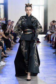 Elie Saab Fall 2019 Couture Fashion Show - Vogue Elie Saab Haute Couture, Haute Couture Fashion, Look Fashion, Runway Fashion, Fashion Outfits, Fashion Design, Style Oriental, Oriental Fashion, Fashion Show Collection