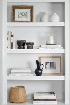 built in shelves // living room shelves // styled shelves