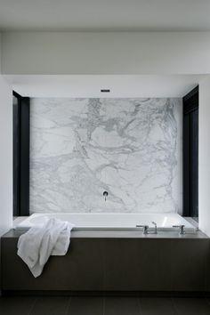 Modernes-Haus-marmor-badezimmer