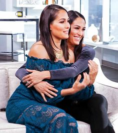 Nikki & Brie Bella Think It's Insane They've Reached 100 Episodes of Total Divas: We're Just So Honored! Brie Bella Wwe, Nikki And Brie Bella, Nxt Divas, Total Divas, Bella Sisters, Gorgeous Ladies Of Wrestling, Celebrity Twins, Famous Twins, Nicole Garcia