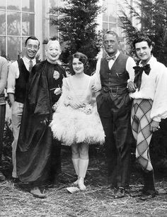 """Norma Shearer, Lon Chaney and John Gilbert a. on set of """"He Who Gets Slapped"""" Poor Mr Gilbert has to wear such ugly trousers- what a shame Hollywood Star, Vintage Hollywood, Hollywood Glamour, Classic Hollywood, Hollywood Images, Hollywood Hills, Popular Actresses, Actors & Actresses, Hollywood Actresses"""