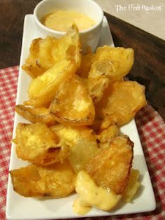 The Hen Basket: Onion Petal Dippers and link to beer battered jalapeno bites Finger Food Appetizers, Appetizers For Party, Appetizer Recipes, Cooking With Beer Appetizers, I Love Food, Good Food, Yummy Food, Onion Petals, Tapas