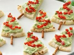 Healthy Christmas snack Pitta bread, guacamole and pimento. Healthy Christmas Treats, Holiday Snacks, Christmas Snacks, Xmas Food, Holiday Appetizers, Christmas Cooking, Holiday Recipes, Christmas Trees, Appetizer Recipes