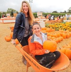 3 Fall Themed Sisterhood Events You'll Actually Want To Attend Fall Pictures With Pumpkins, Pumpkin Patch Pictures, College Sorority, Sorority Life, Resident Assistant Programs, Sisterhood Activities, Sorority Pictures, Alpha Gamma, Delta Zeta