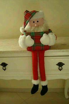 Christmas Pine Cones, Felt Christmas Decorations, Plaid Christmas, Handmade Christmas, Holiday Decor, Diy And Crafts, Christmas Crafts, Christmas Ornaments, Craft Show Ideas