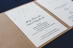 Wedding invitation - kraft paper, stars, eco, vintage.| Zaproszenie ślubne z gwiazdami w formie jednostronicowej kartki umieszczonej w folderze z brązowego papieru ekologicznego.