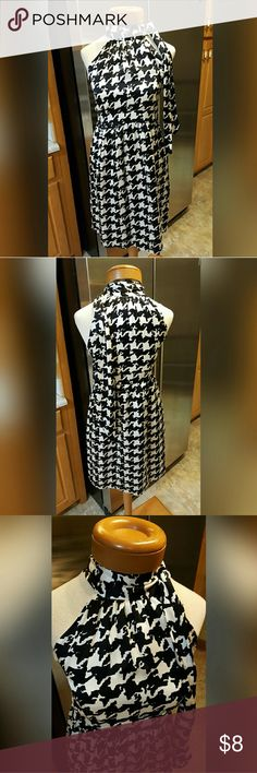 Molly B of Boston Houndstooth Dress Size 0 Molly B of Boston Houndstooth Dress Size 0.  Love this 100% silk dress in a great houndstooth pattern.  100% polyester lining, a great design at the neck which ties.  Feel free to ask any questions before purchasing. Thank you for shopping my closet! Molly B Dresses