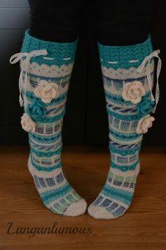 Langanlumous: Turkoosit Polvisukat Knitting Socks, Hand Knitting, Knitting Patterns, Crochet Patterns, Crochet Socks Pattern, Knit Crochet, Crochet Hats, Skinny Pants Outfits, Winter Socks