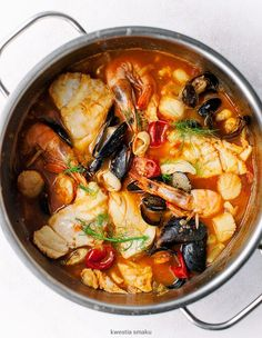 "Bouillabaisse - French Fish & Seafood Stew Soup This delicious seafood stew is a traditional fish stew originated from Marseille, the word ""bouillabasisse means to reduce heat, simmer, which is the exact the process for creating this awesome soup. Bouillabaisse Marseille, Bouillabaisse Rezept, Seafood Bouillabaisse, Fish Recipes, Seafood Recipes, Cooking Recipes, Healthy Recipes, French Food Recipes, Slow Cooking"