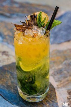 drink z bazylią Aperol Drinks, Alcoholic Drinks, Bar Drinks, Cocktail Drinks, Wonderful Recipe, Classic Cocktails, Party Snacks, Healthy Breakfast Recipes, Appetizer Recipes