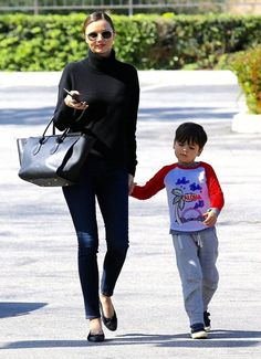 Model Miranda Kerr takes her son Flynn out for lunch at the Ollo Restaurant in Malibu, California on May Miranda Kerr Son, Miranda Kerr Style, Summer Outfits, Cute Outfits, Mommy And Son, Model Street Style, Minimalist Wardrobe, Victorias Secret Models, Pretty And Cute