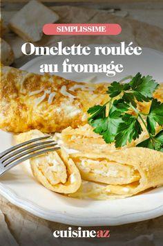 L'omelette roulée au fromage peut-être dégustée avant un match de foot ou à la mi-temps ! #recette#cuisine#omelette #fromage#oeuf Omelette Roulée, Meat, Chicken, Food, French Food, Egg Recipes, Family Kitchen, Essen, Meals